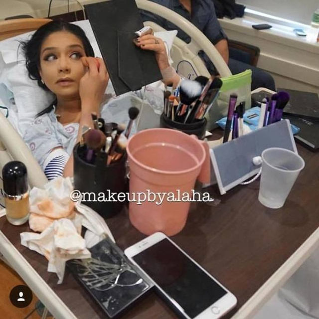 Mothers Applying Makeup Before They Give Birth (15 pics)