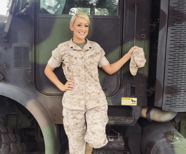 Hot U.S. Marine Known As Combat Barbie (25 pics)
