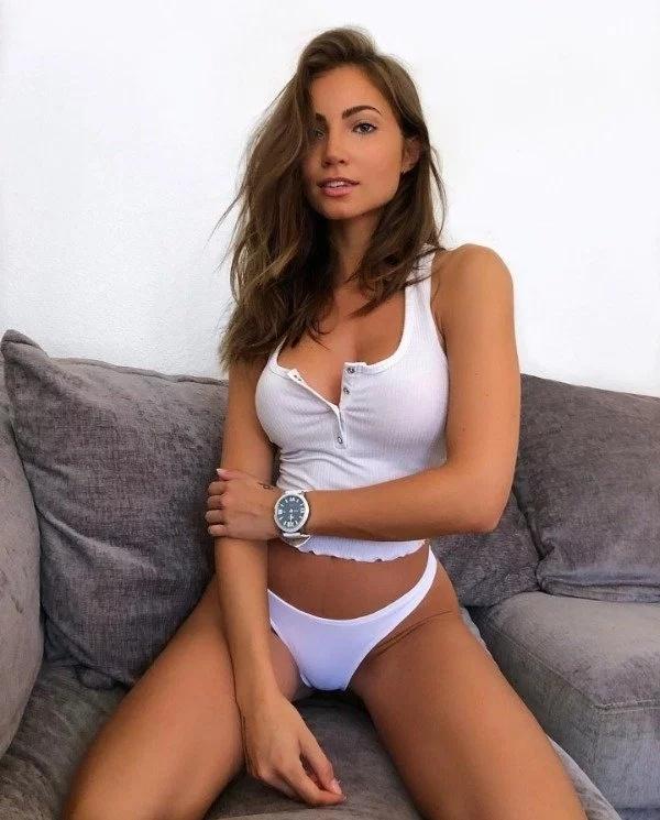 Hot Brunettes (30 pics)