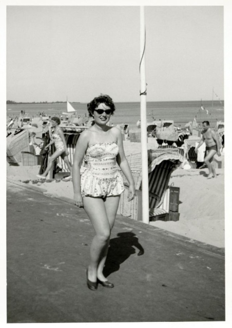 Swimsuits In The 1950s (37 pics)