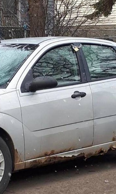 How To Lock A Car (2 pics)