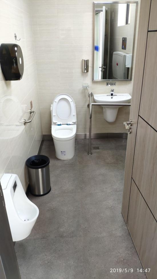 A Street Toilet In Shanghai (7 pics)