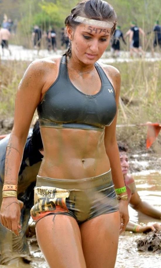 Mud Girls (25 pics)
