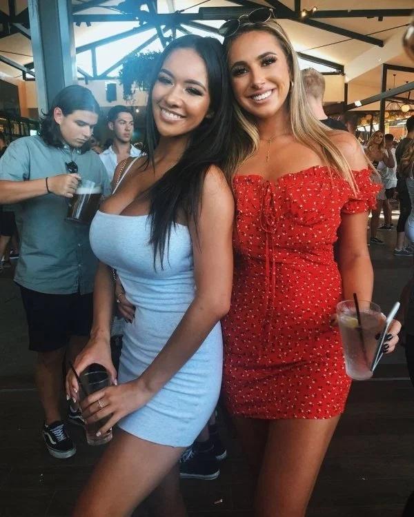 Blondes Or Brunettes? (30 pics)