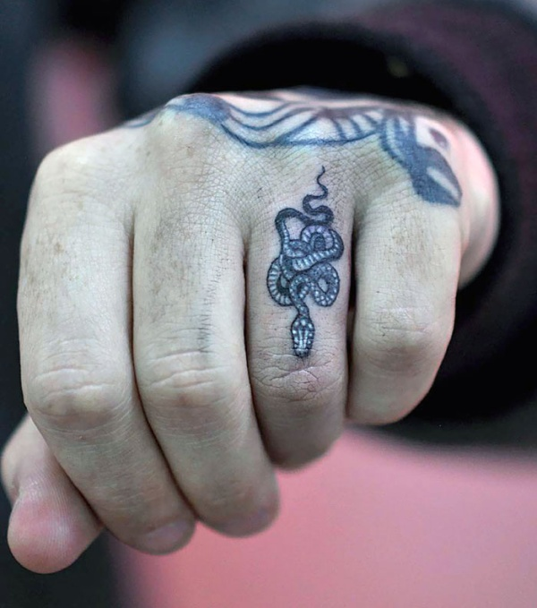 Examples Of Awesome Finger Tattoos (30 pics)