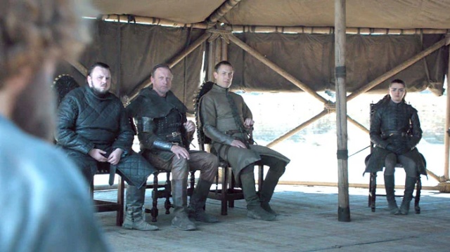 Multiple Water Bottles In Game Of Thrones (4 pics)
