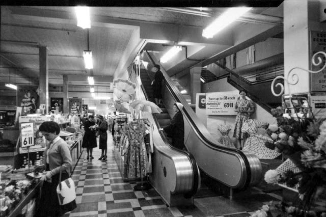 US Stores In The '60s (31 pics)