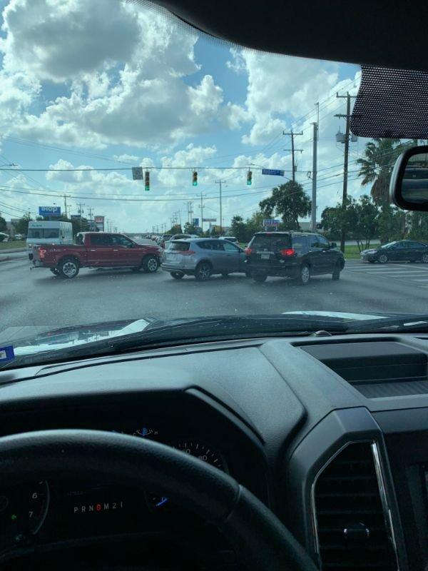 Driving Fails (25 pics)
