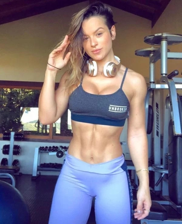 Girls In Sports Bras (30 pics)