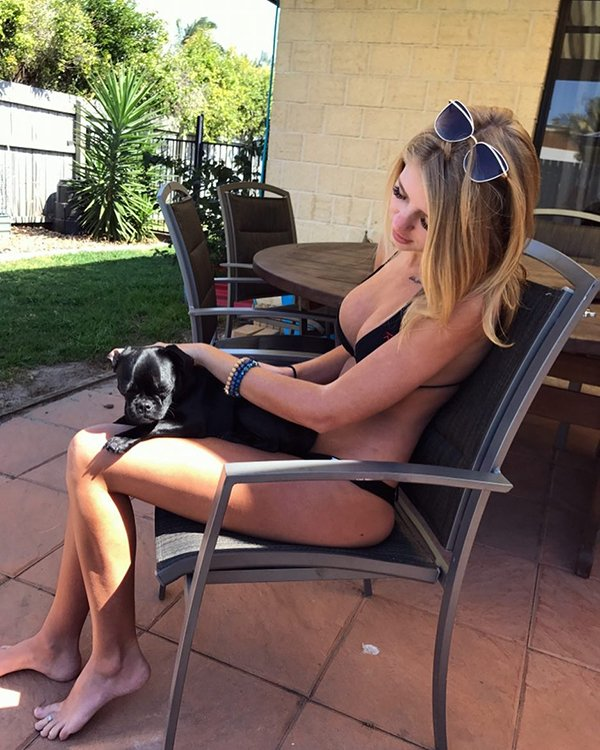 Girls And Their Dogs (32 pics)