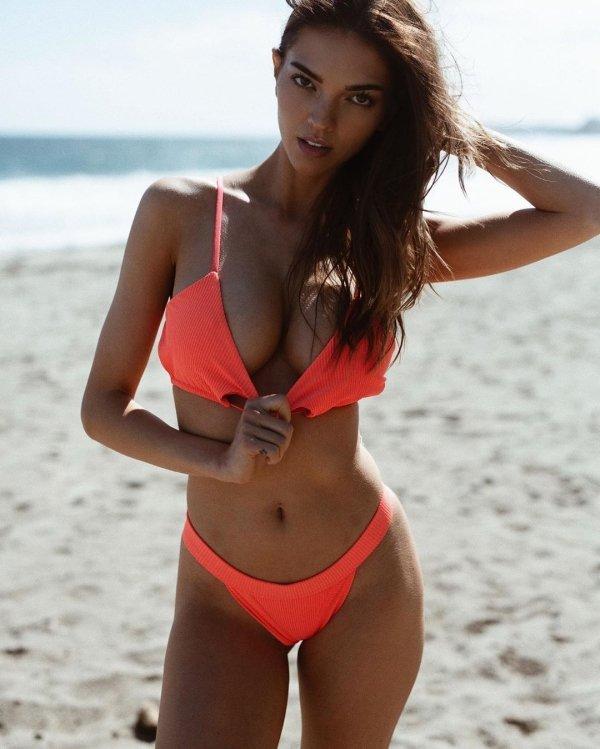 Hot Girls (44 pics)