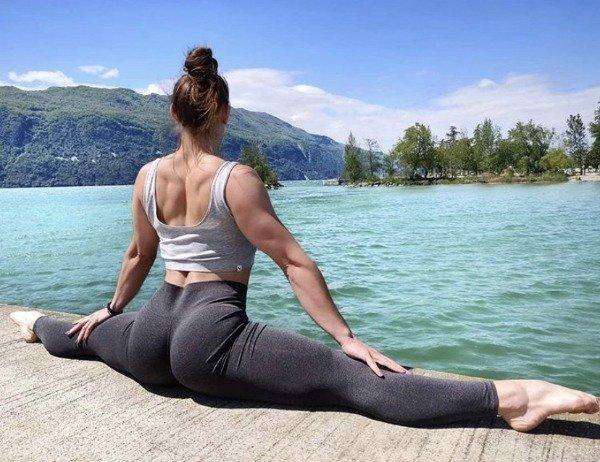 Girls In Yoga Pants (31 pics)