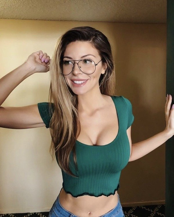 Girls In Glasses (30 pics)