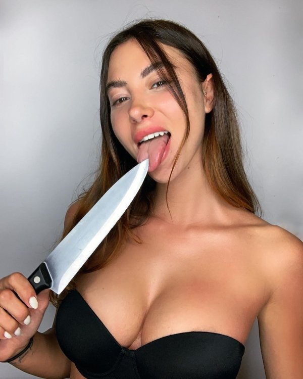 Show Your Tongue Honey (54 pics)