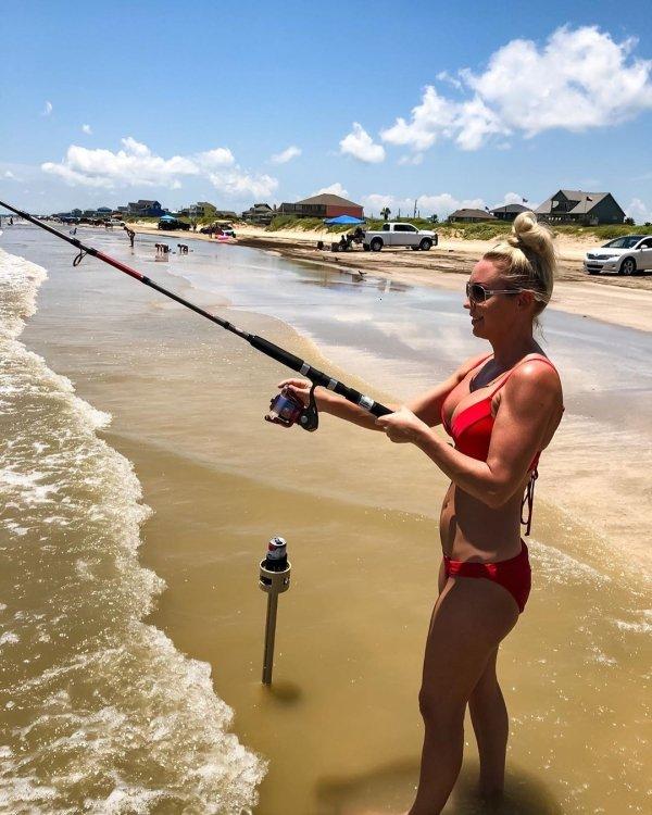Girls Gone Fishing (35 pics)