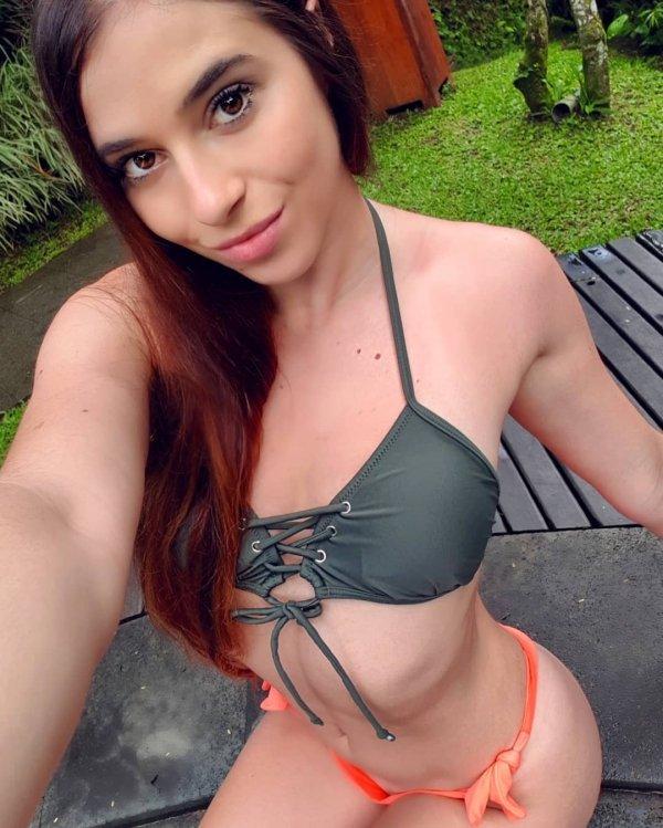 Very Hot Bikini Girls (105 pics)