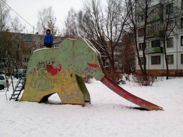 Scary Playgrounds In Russia (21 pics)