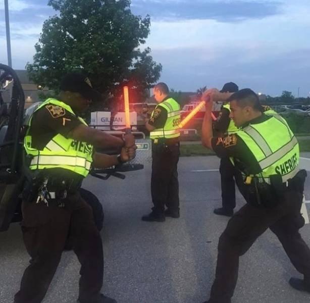 Police Has Fun (24 pics)