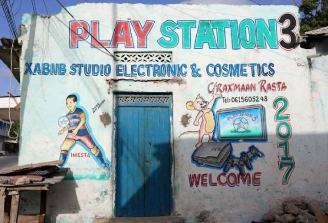 Shops In Somalia Look Awesome (17 pics)