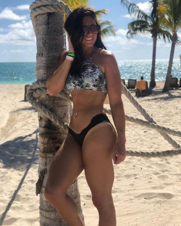 Hot Tan Lines (30 pics)