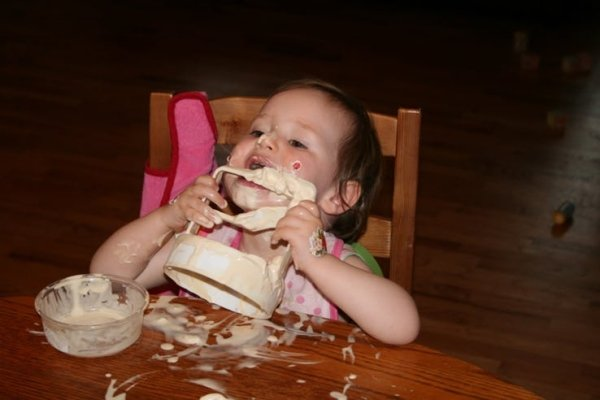 Hilarious Photos Of Babies Eating (30 pics)