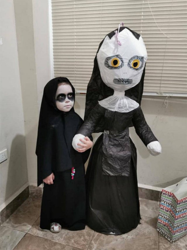 3-Year-Old Picks A Horror Movie As Her Birthday Party Theme (20 pics)