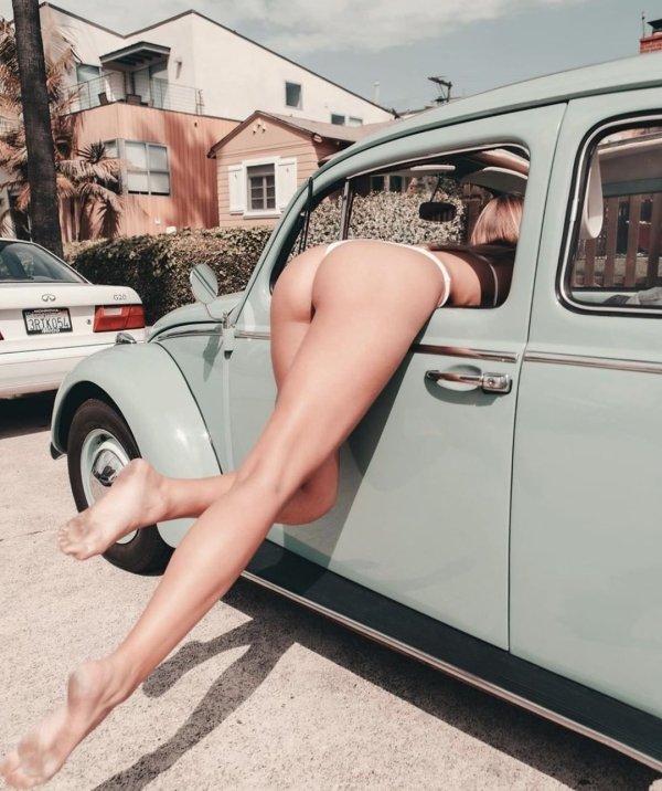 When Girls Bend (51 pics)