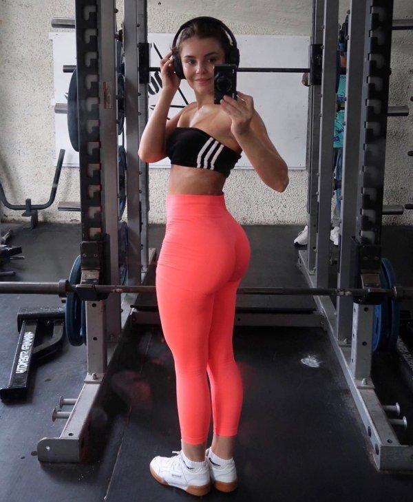 Hot Girls In Yoga Pants (60 pics)
