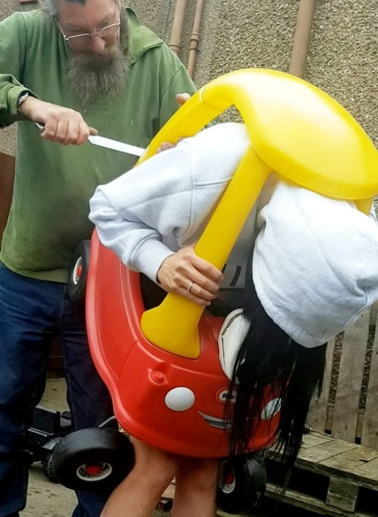 Scots Woman Got Trapped Inside A Kid's Toy Car (6 pics)