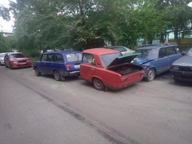 One And A Half Car From Russia (5 pics)