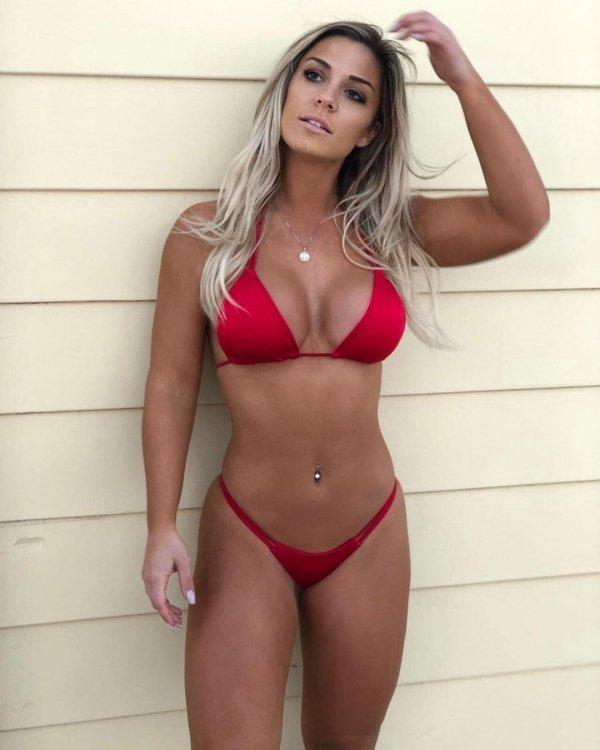 Bikini Girls (99 pics)
