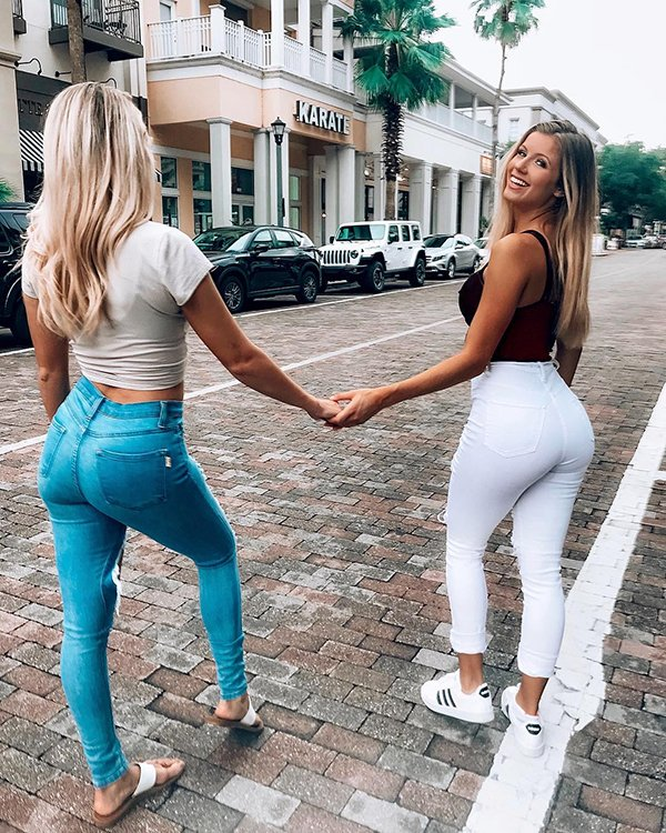 Girls In Tight jeans (35 pics)