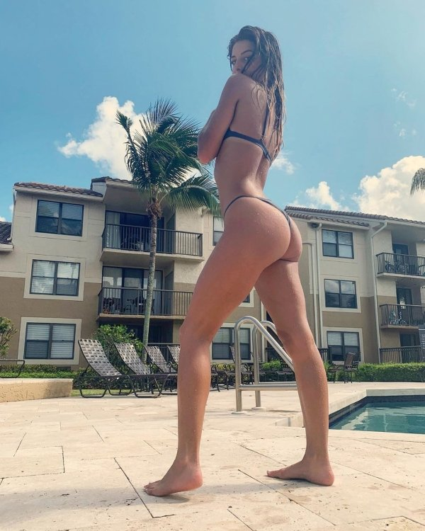 Girls With Very Long Legs (57 pics)