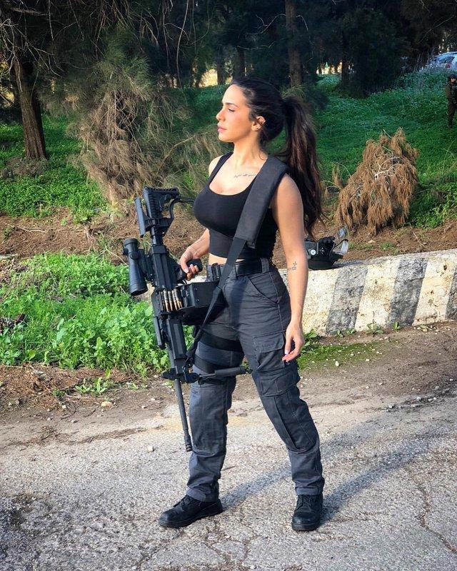 The Queen of Guns Orin Julie (33 pics)