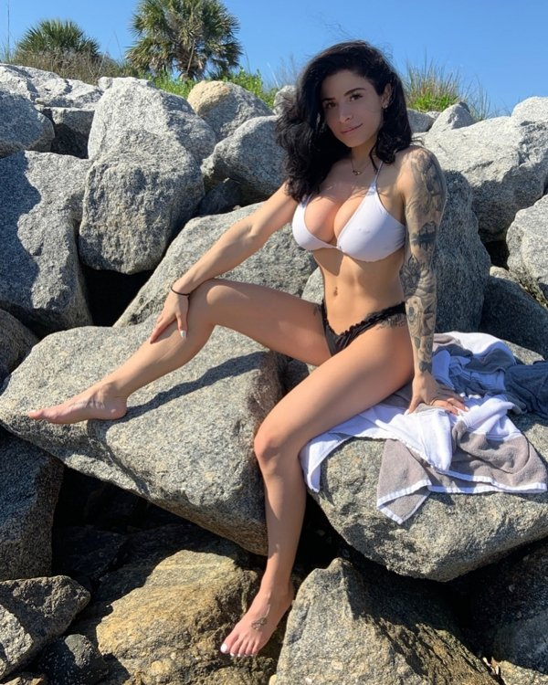 Hot Girls With Tattoos (60 pics)