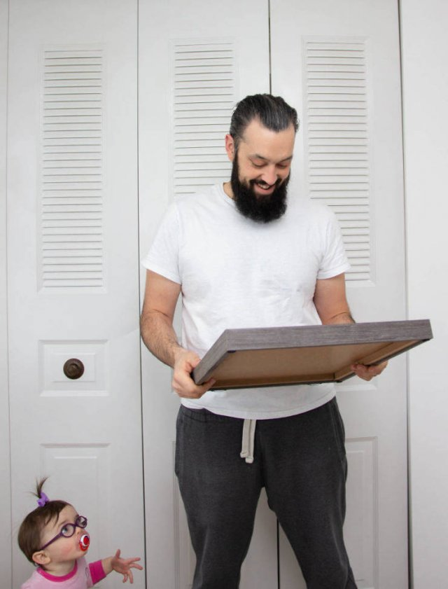 Husband Reacts To His Wife's Third Pregnancy (4 pics)