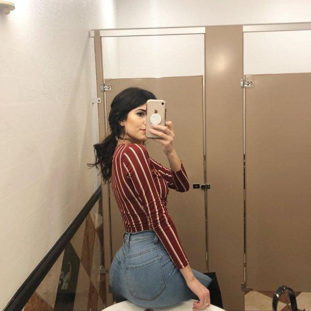 Very Hot Mirror Selfies (50 pics)