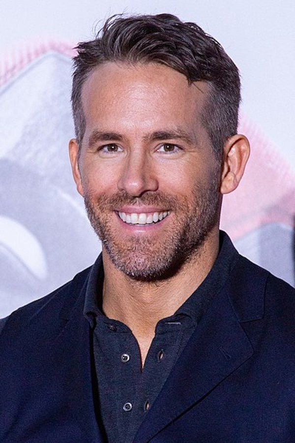 Ryan Reynolds Writes Funny Fake Amazon Review For His Gin (4 pics)