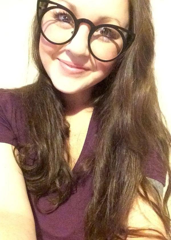 Hot Girls In Glasses (35 pics)