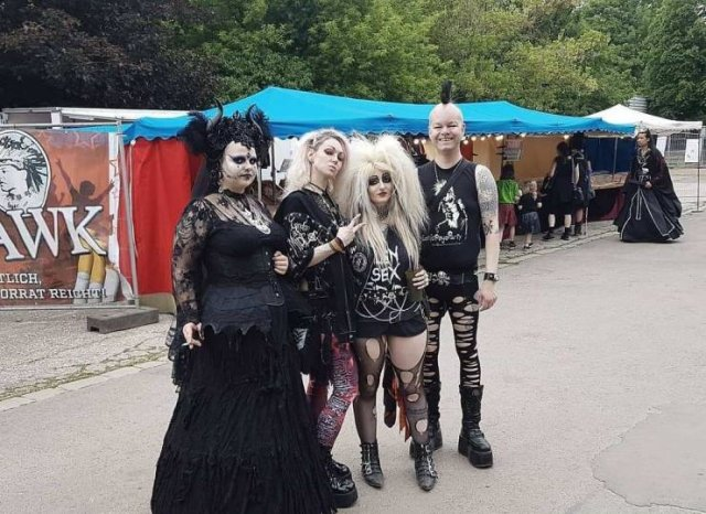 Photos From A Goth Festival (29 pics)
