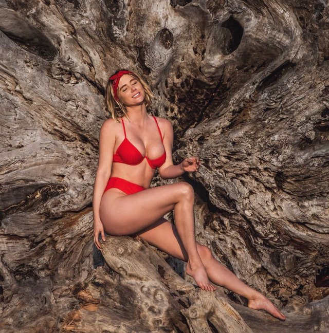 Sara Underwood Is A Very Pretty Girl (35 pics)