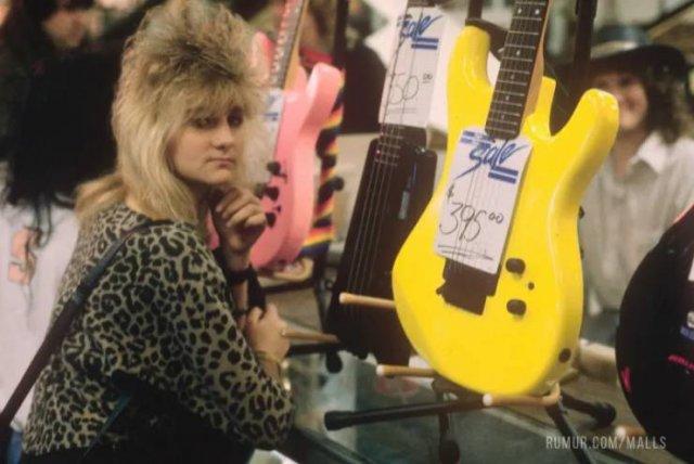 American Malls In The 80's (22 pics)