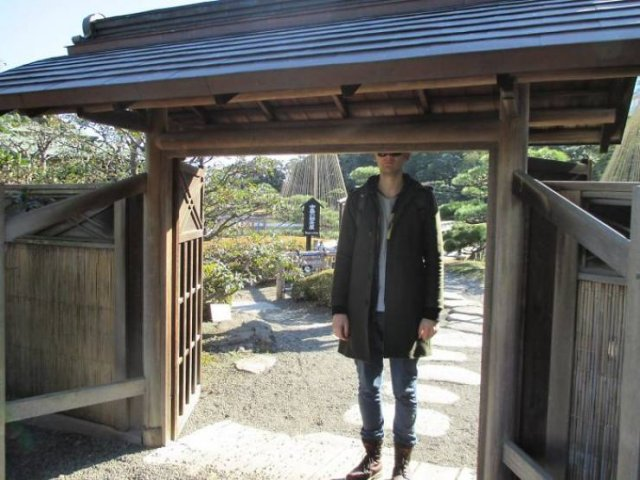It's Difficult To Be Tall In Japan (30 pics)