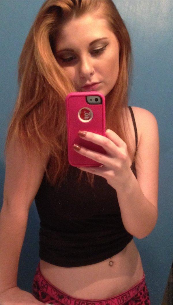 Very Hot Selfies (97 pics)