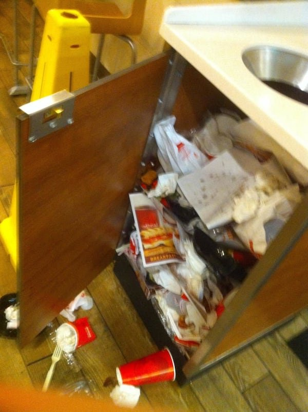 Coworkers From Hell (17 pics)