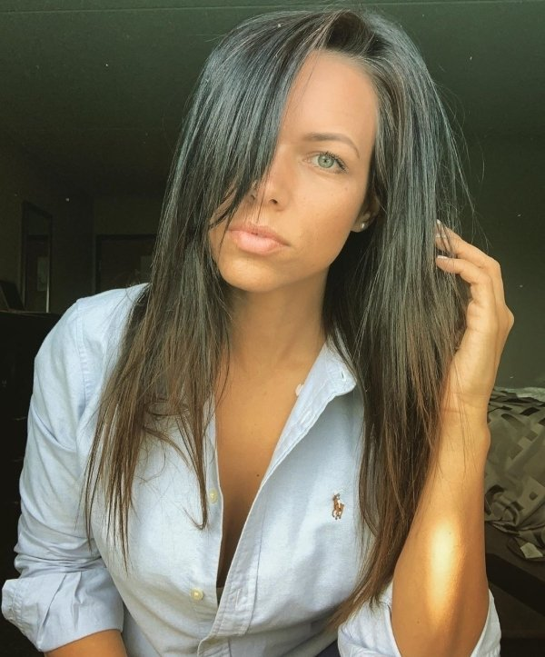 Girls With Dark Hair And Light Eyes (45 pics)