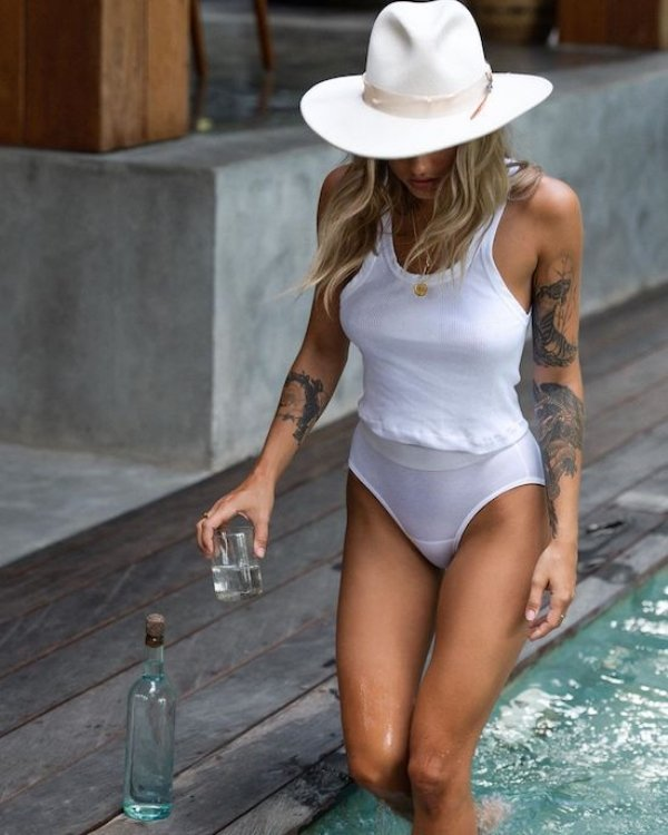 White T-Shirt Is The Hottest Summer Trend (52 pics)