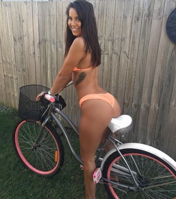 Hot Girls From Behind (29 pics)