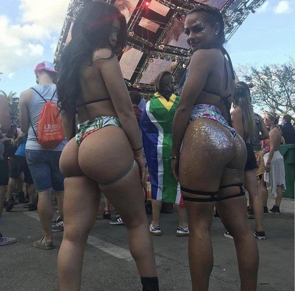 Festival Girls (34 pics)