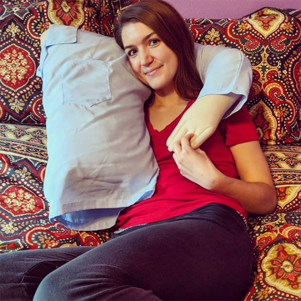 Pillow For Those Who Feel Alone (22 pics)